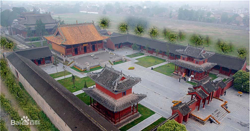 """Trung Quốc: Kì lạ, hàng vạn du khách chen chúc để được chạm tay vào """"lỗ hậu duệ"""" - Ảnh 1."""