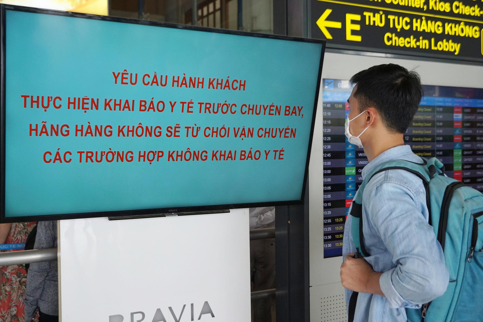 Hàng vạn hành khách xếp hàng dài chờ check-in tại sân bay Nội Bài trước ngày nghỉ lễ 30/4-1/5 - Ảnh 5.