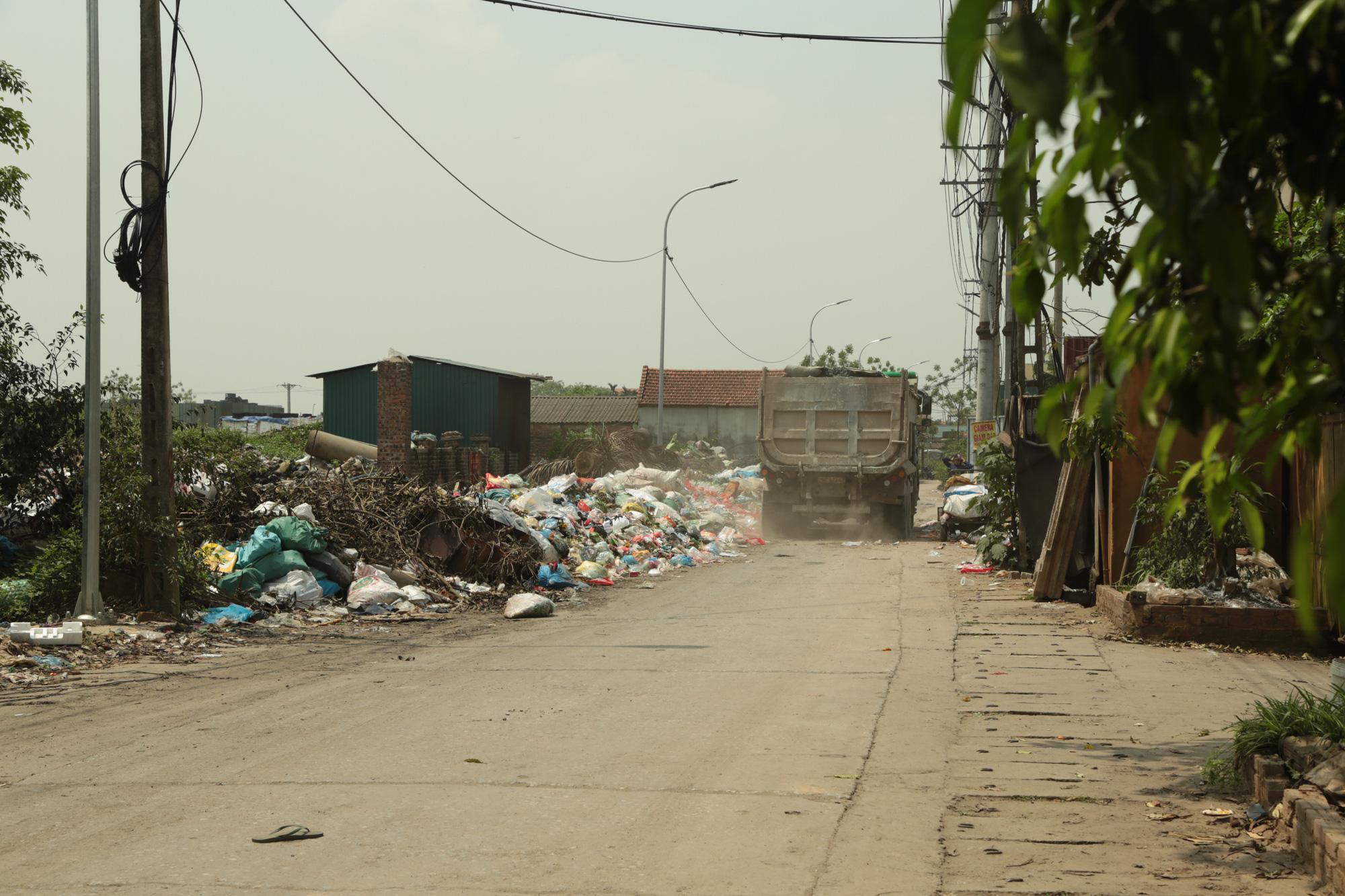 Cận cảnh tình trạng ô nhiễm khủng khiếp tại Hoài Đức, Hà Nội - Ảnh 3.