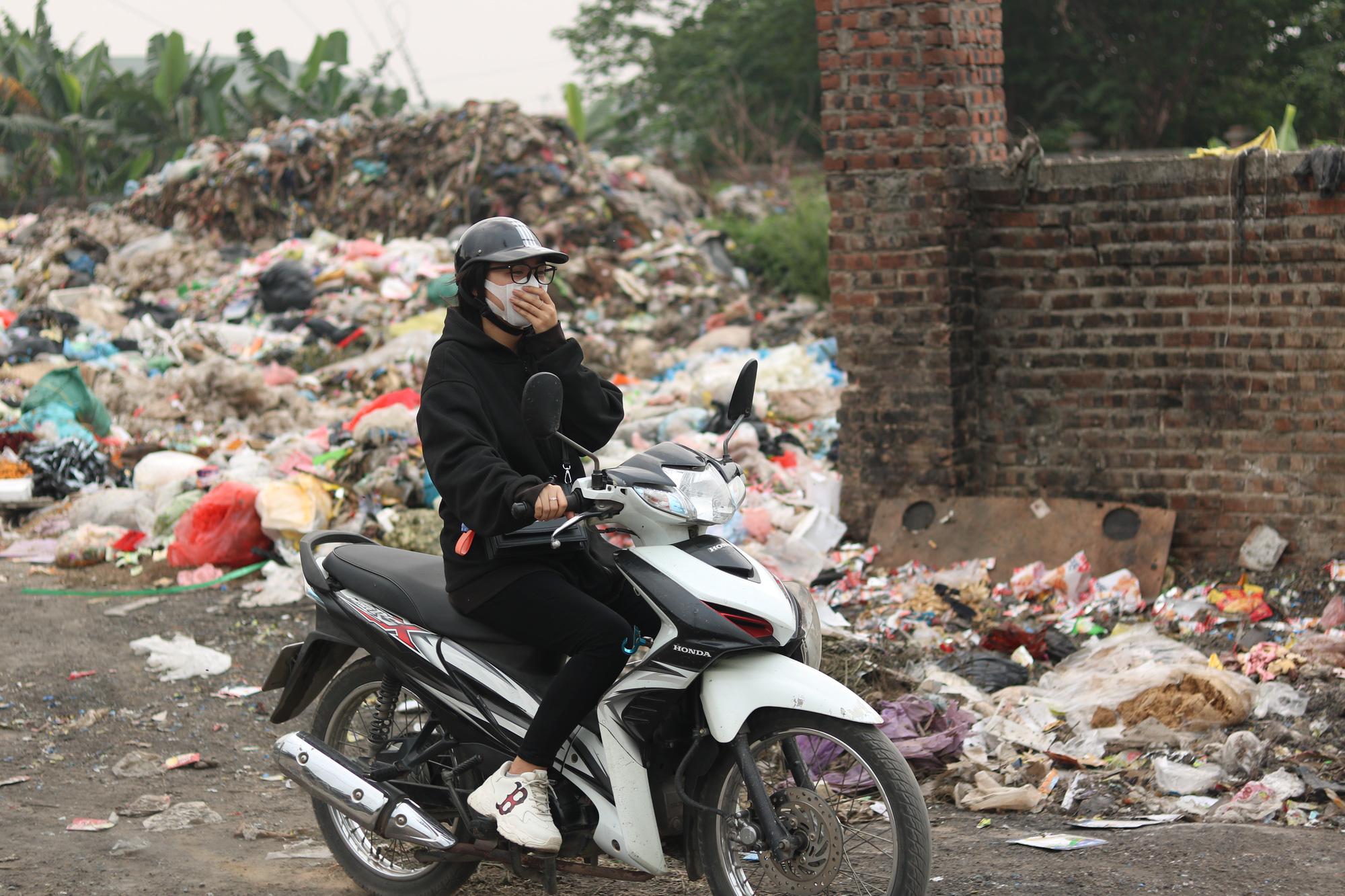 Cận cảnh tình trạng ô nhiễm khủng khiếp tại Hoài Đức, Hà Nội - Ảnh 4.