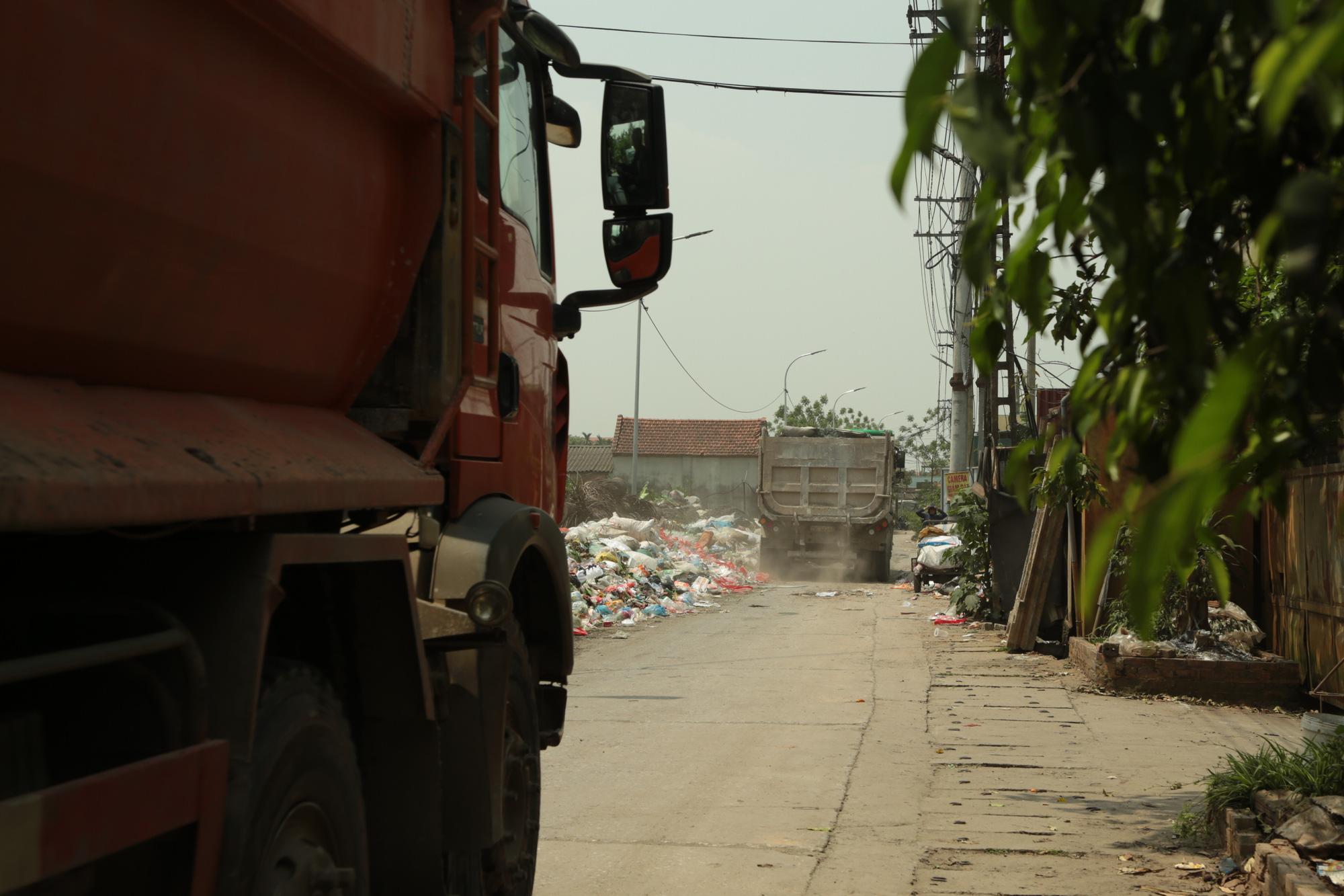 Cận cảnh tình trạng ô nhiễm khủng khiếp tại Hoài Đức, Hà Nội - Ảnh 5.