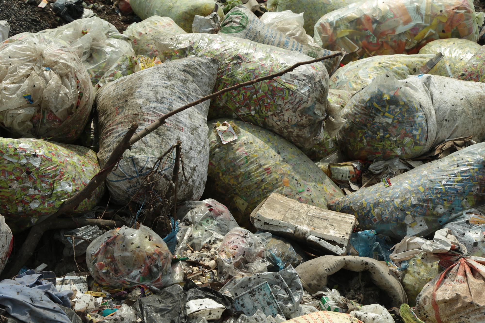 Cận cảnh tình trạng ô nhiễm khủng khiếp tại Hoài Đức, Hà Nội - Ảnh 6.