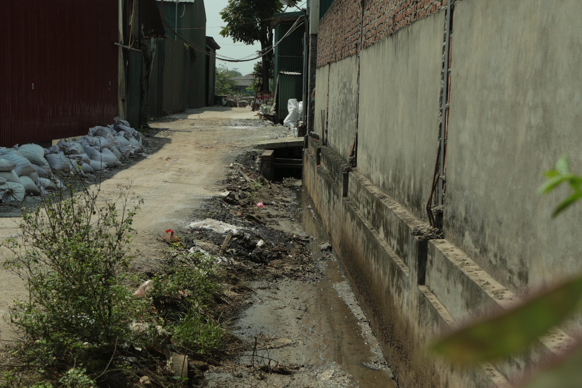 Cận cảnh tình trạng ô nhiễm khủng khiếp tại Hoài Đức, Hà Nội - Ảnh 8.