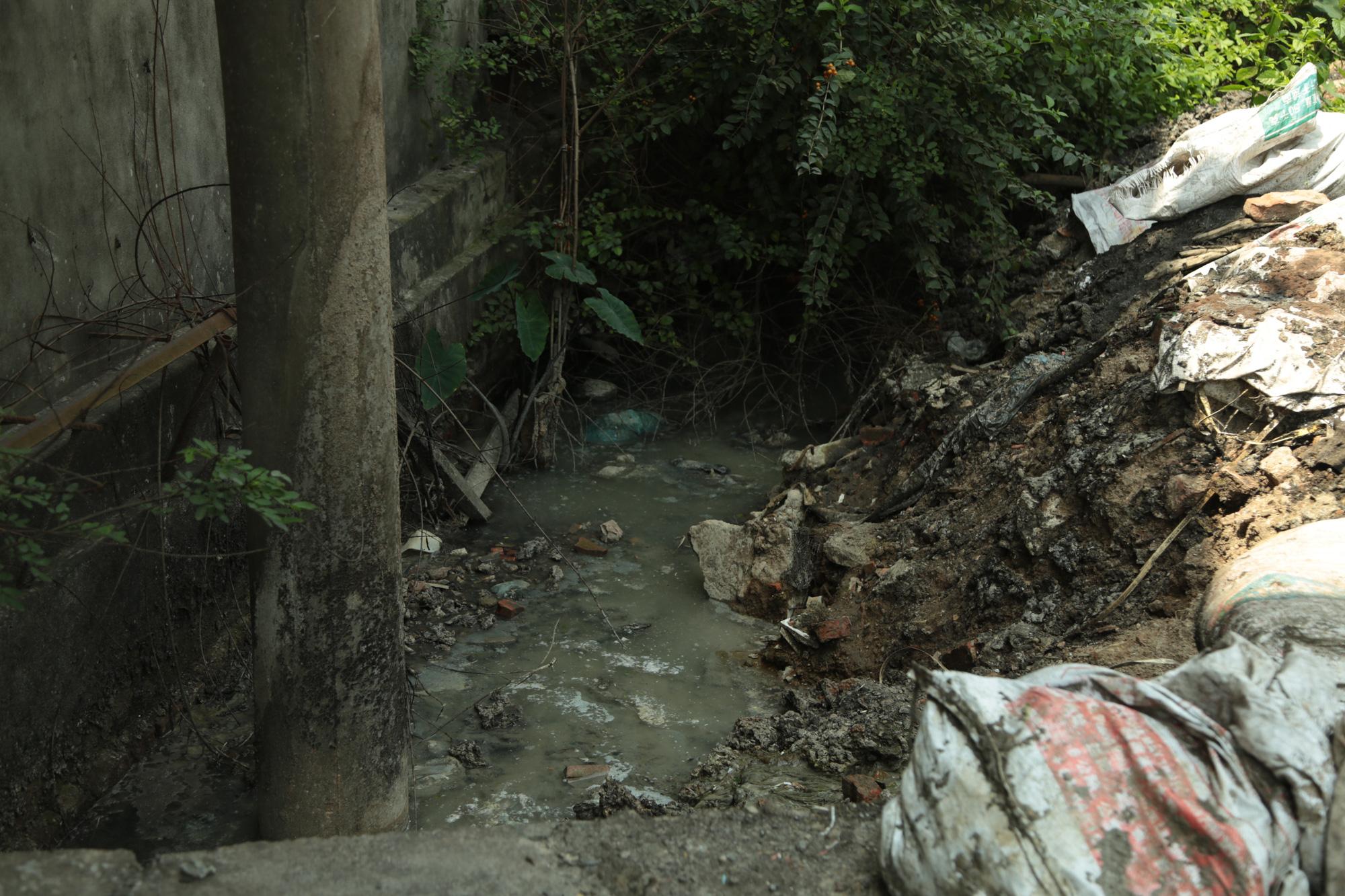 Cận cảnh tình trạng ô nhiễm khủng khiếp tại Hoài Đức, Hà Nội - Ảnh 9.