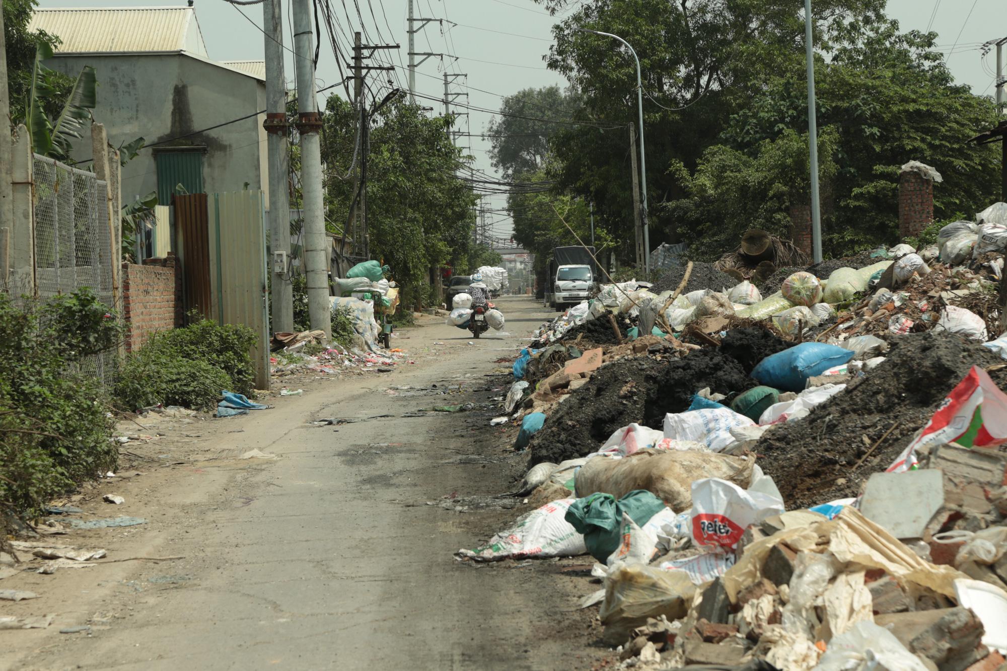 Cận cảnh tình trạng ô nhiễm khủng khiếp tại Hoài Đức, Hà Nội - Ảnh 15.