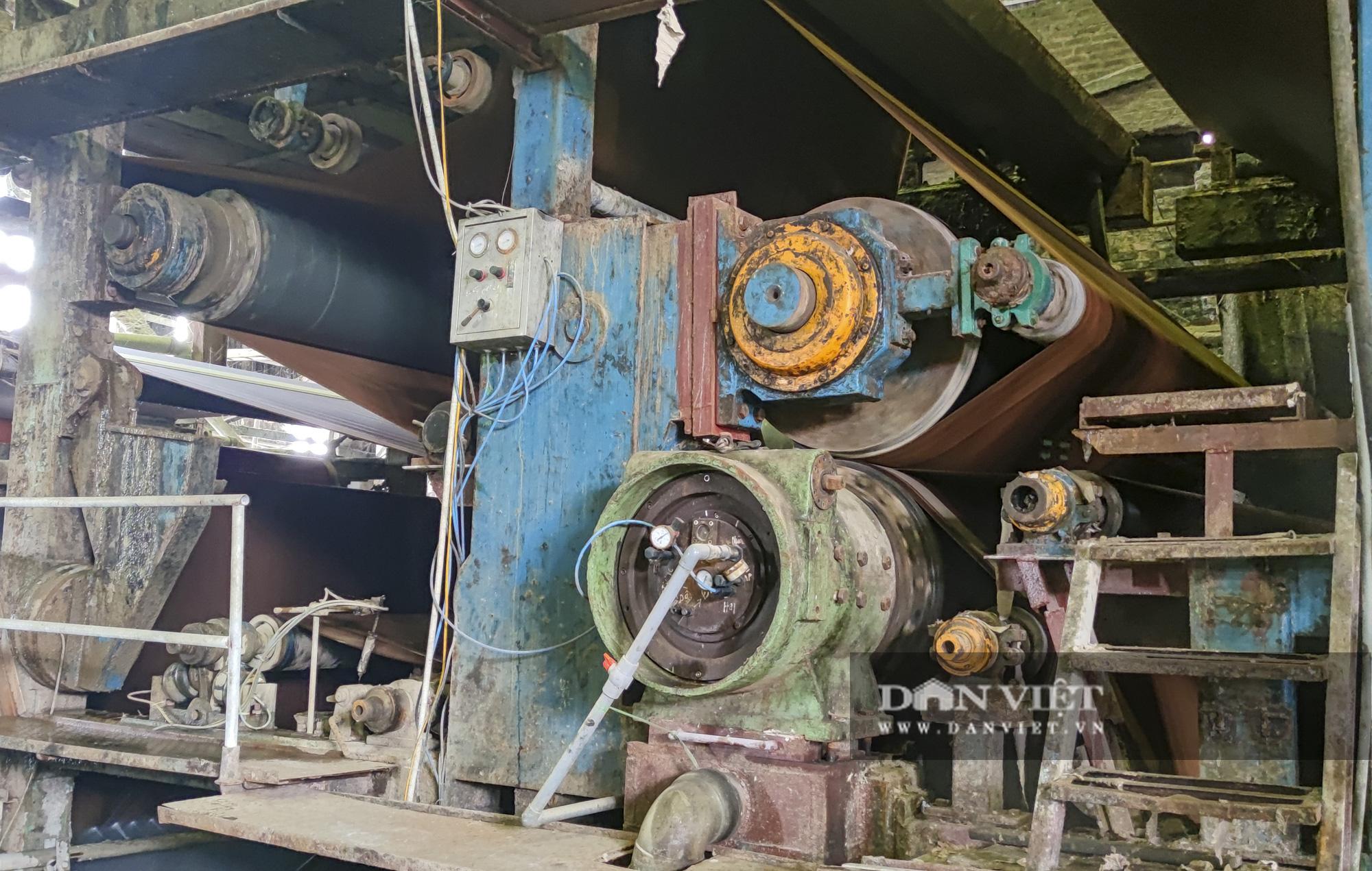 Kinh hãi bên trong nhà máy sản xuất giấy vừa bị đình chỉ ở Phong Khê - Ảnh 3.