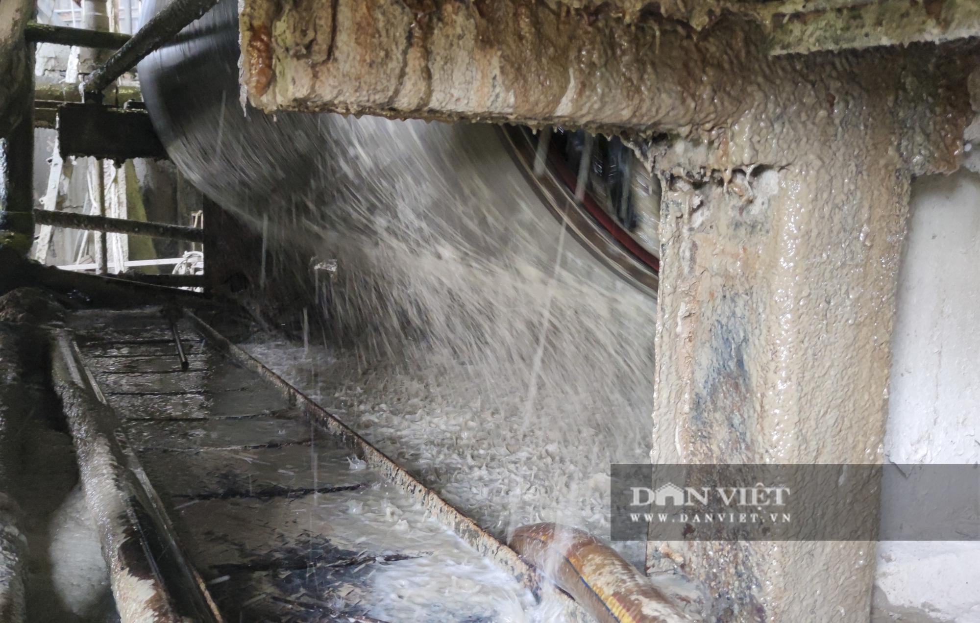 Kinh hãi bên trong nhà máy sản xuất giấy vừa bị đình chỉ ở Phong Khê - Ảnh 9.
