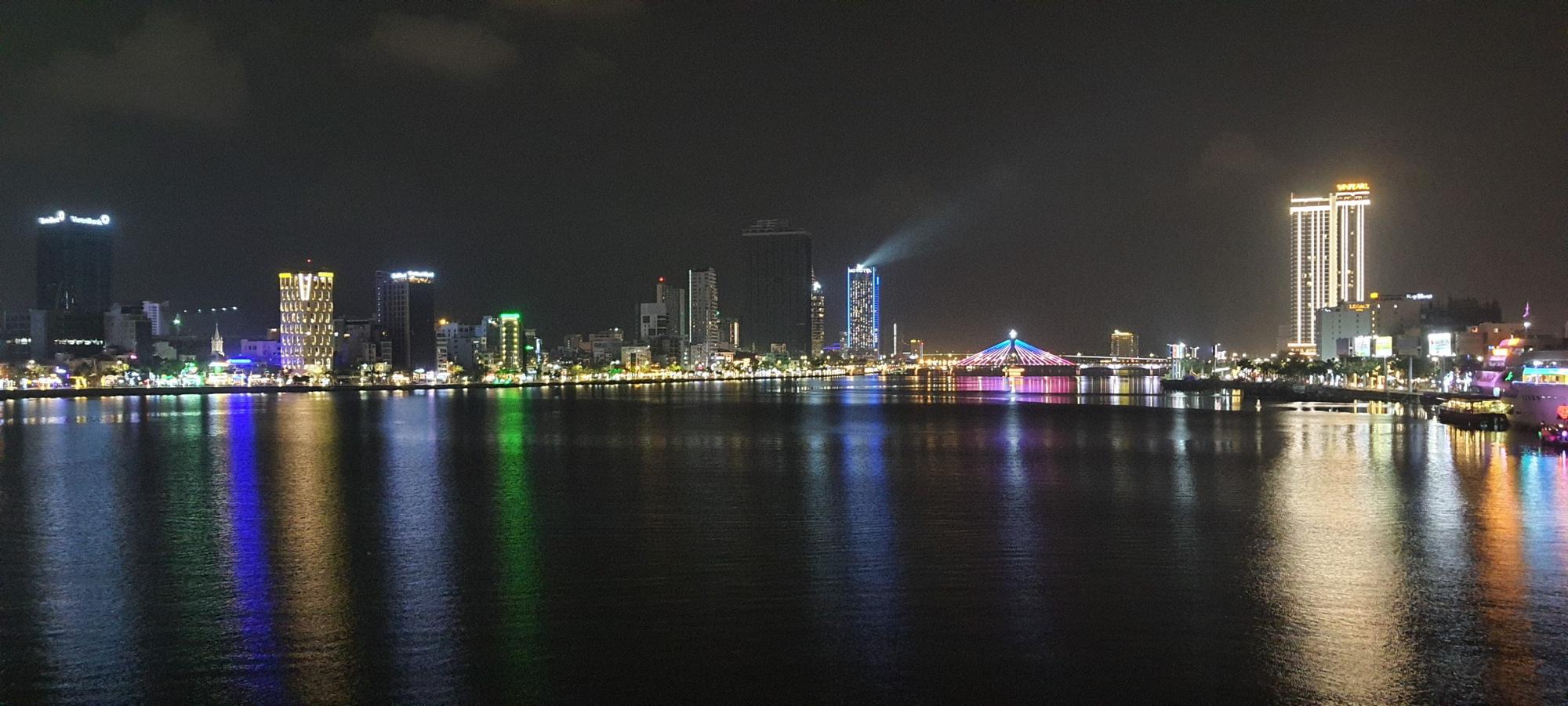 Đà Nẵng: Chợ đêm Sơn Trà – sản phẩm du lịch mới về đêm, thu hút hàng nghìn lượt khách/ngày đến tham quan mua sắm - Ảnh 3.