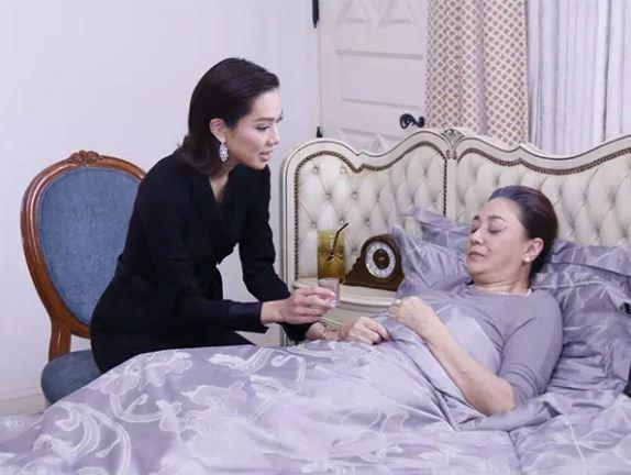 Hết lòng chăm sóc mẹ chồng bị tai biến, chồng tặng tôi món quà không thể cay đắng hơn - Ảnh 1.