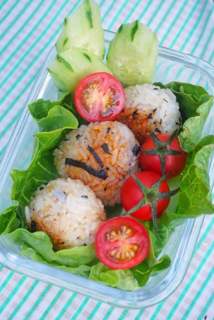 Thử làm cơm nắm rong biển sốt đậu nành kiểu Nhật vừa đẹp vừa ngon miệng - Ảnh 10.