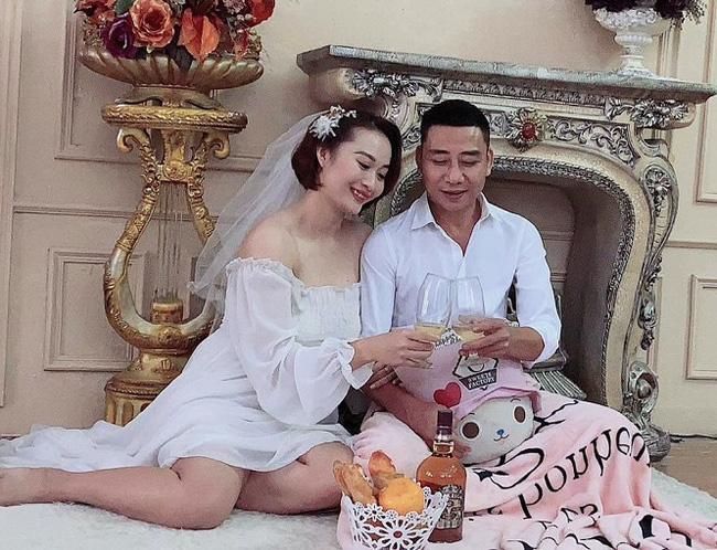 """Cựu libero Việt Nam mang bầu, Kim Huệ khen... """"đúc giỏi"""" - Ảnh 1."""