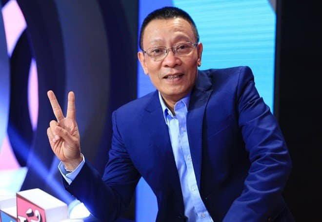 """MC Lại Văn Sâm """"đắng lòng"""" khi nữ ca sĩ xinh đẹp cúi đầu chào """"chú"""" - Ảnh 1."""