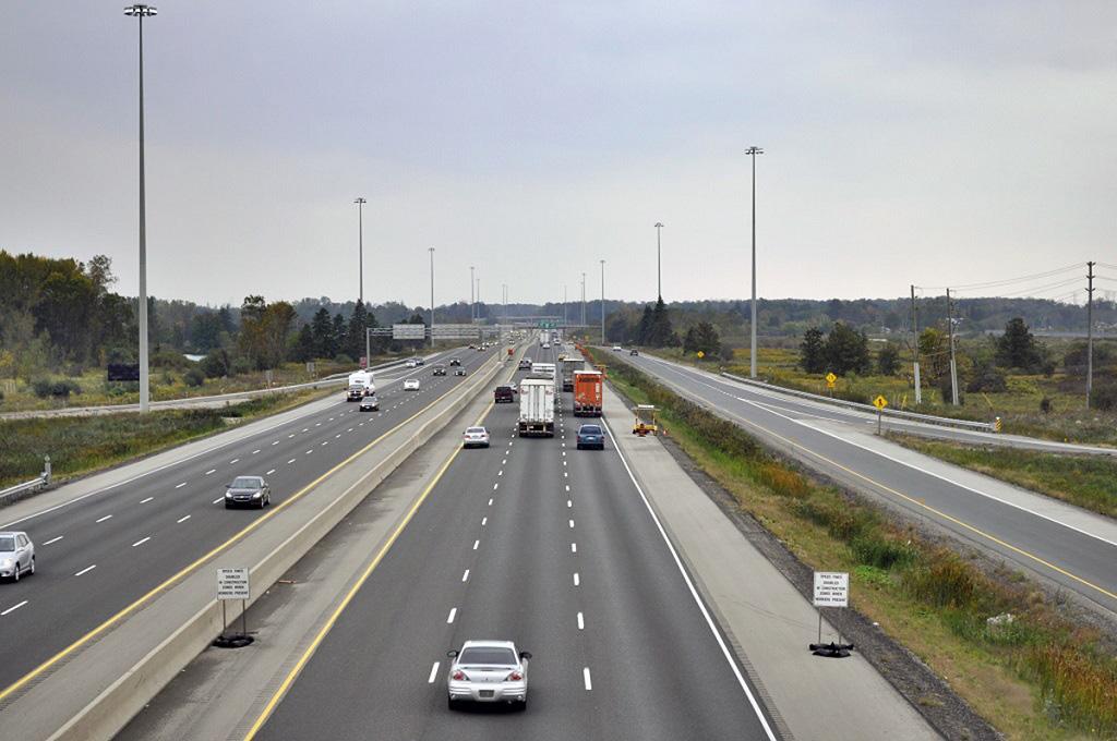 Ô tô đi vào làn dừng khẩn cấp trên cao tốc bị phạt thế nào? - Ảnh 1.
