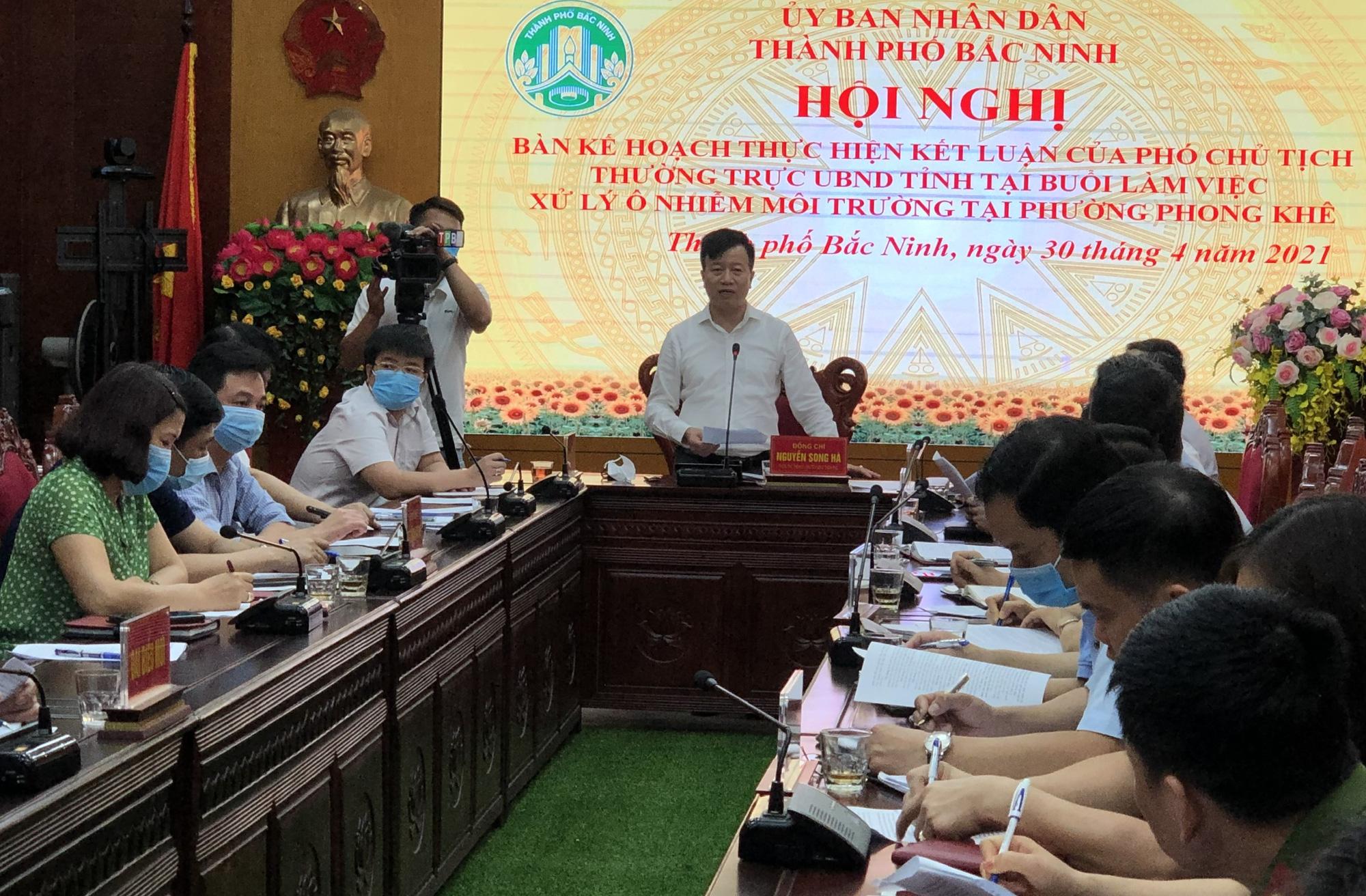 Chủ tịch UBND TP. Bắc Ninh họp bàn kế hoạch xử lý ô nhiễm kinh hoàng ở làng giấy Phong Khê  - Ảnh 1.