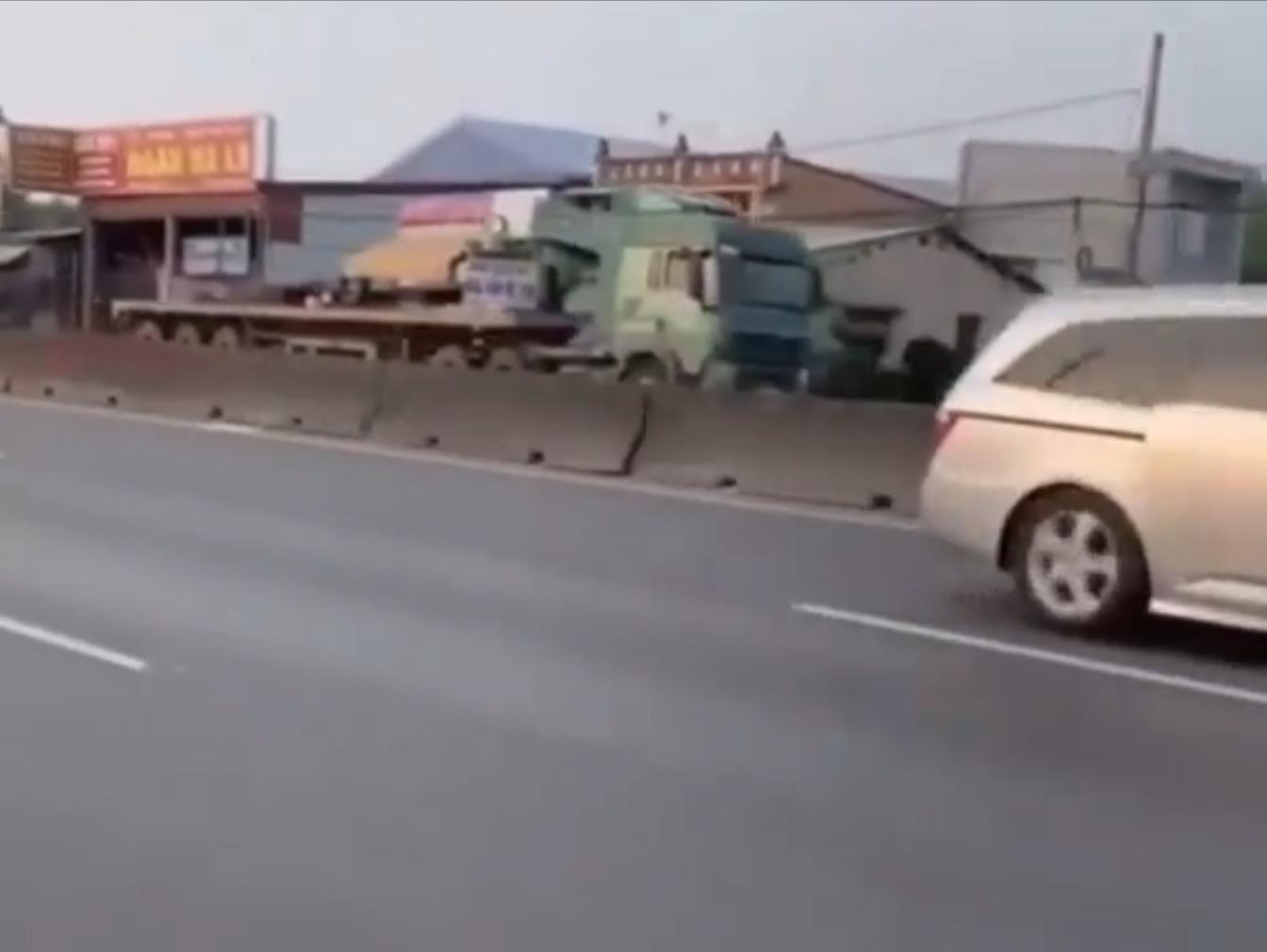 """""""Truy vết"""" tài xế xe đầu kéo liều mạng chạy ngược chiều trên quốc lộ - Ảnh 1."""