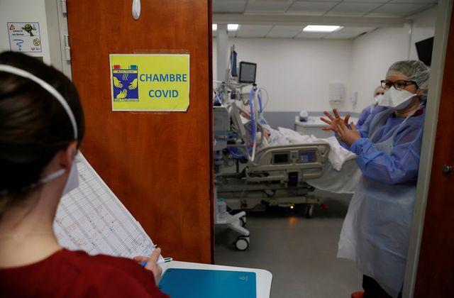 Gia tăng số người nhiễm COVID-19 cần chăm sóc đặc biệt tại Pháp - Ảnh 1.