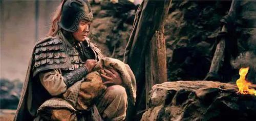 Kỳ truyện bội kiếm Triệu Vân giả trị giá 700 triệu đồng, ai dè lại là bảo vật độc tôn quý gấp hàng trăm lần - Ảnh 4.