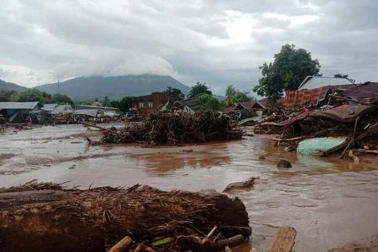Trận lốc xoáy kinh hoàng khiến ít nhất 76 người thiệt mạng tại Indonesia và Đông Timor - Ảnh 1.