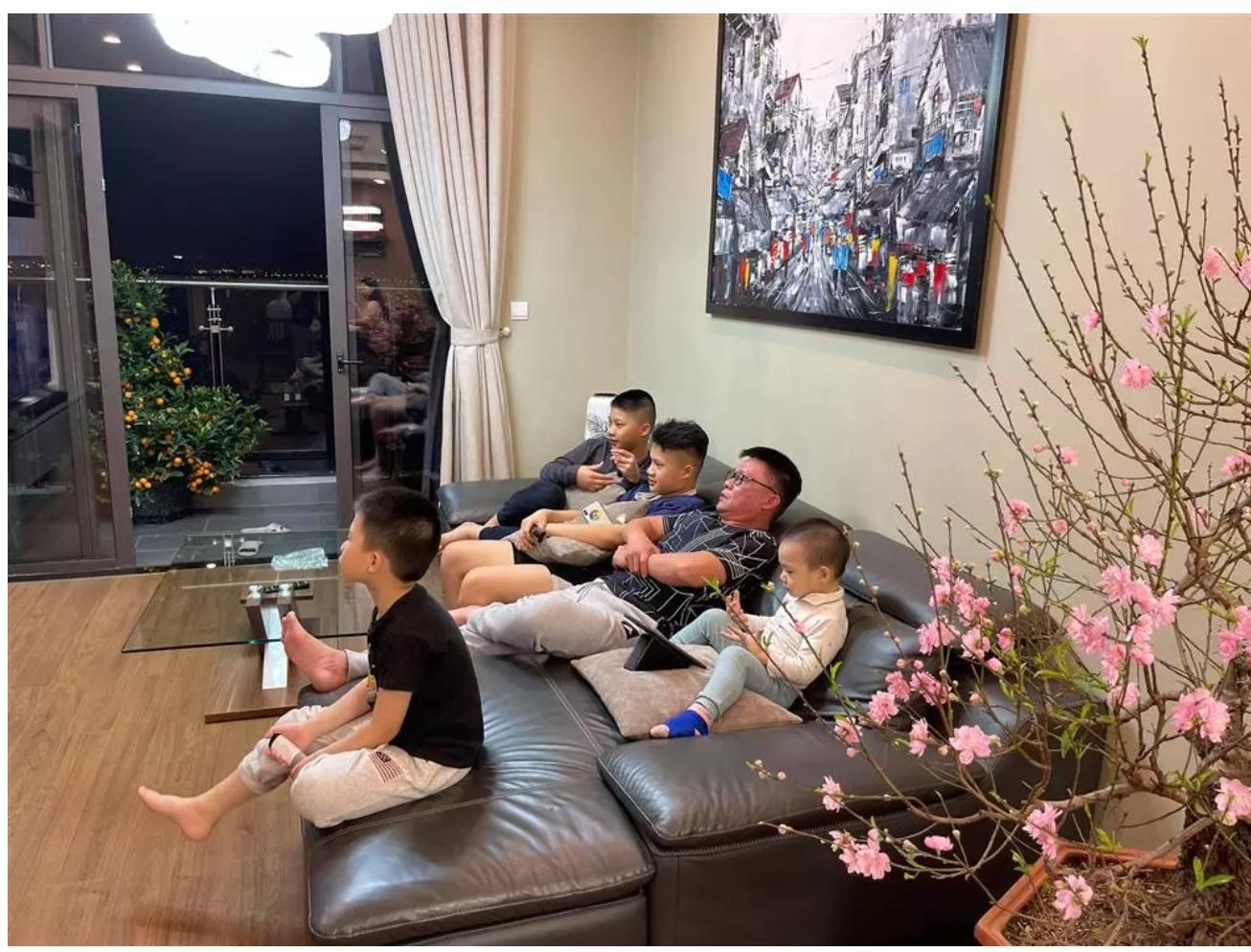 """BTV Quang Minh """"ông bố đông con nhất VTV"""": """"Vợ chồng lục đục suốt ngày vì chuyện con cái"""" - Ảnh 2."""