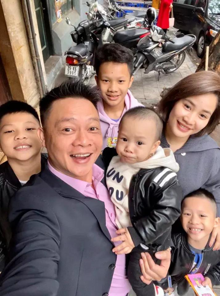 """BTV Quang Minh """"ông bố đông con nhất VTV"""": """"Vợ chồng lục đục suốt ngày vì chuyện con cái"""" - Ảnh 3."""