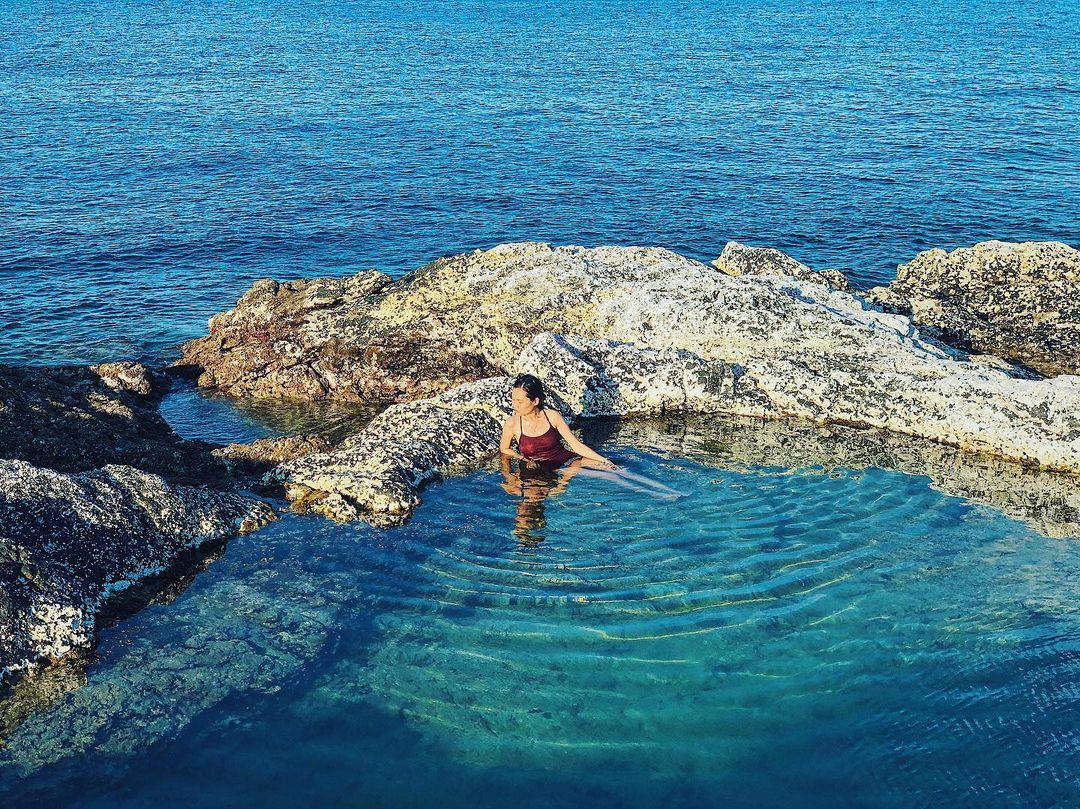 Bình Thuận: Hồ bơi tự nhiên nổi trên biển đẹp như trời Âu  - Ảnh 3.