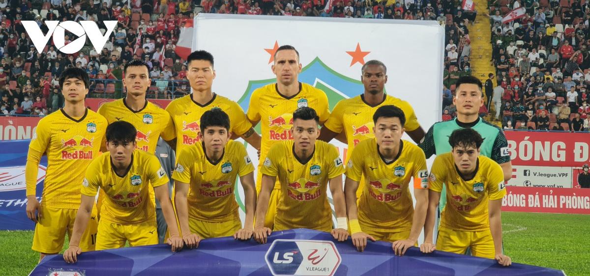 Tuyển thủ Việt Nam của HAGL theo vợ bỏ cuộc chơi, fan nữ khóc thầm - Ảnh 1.