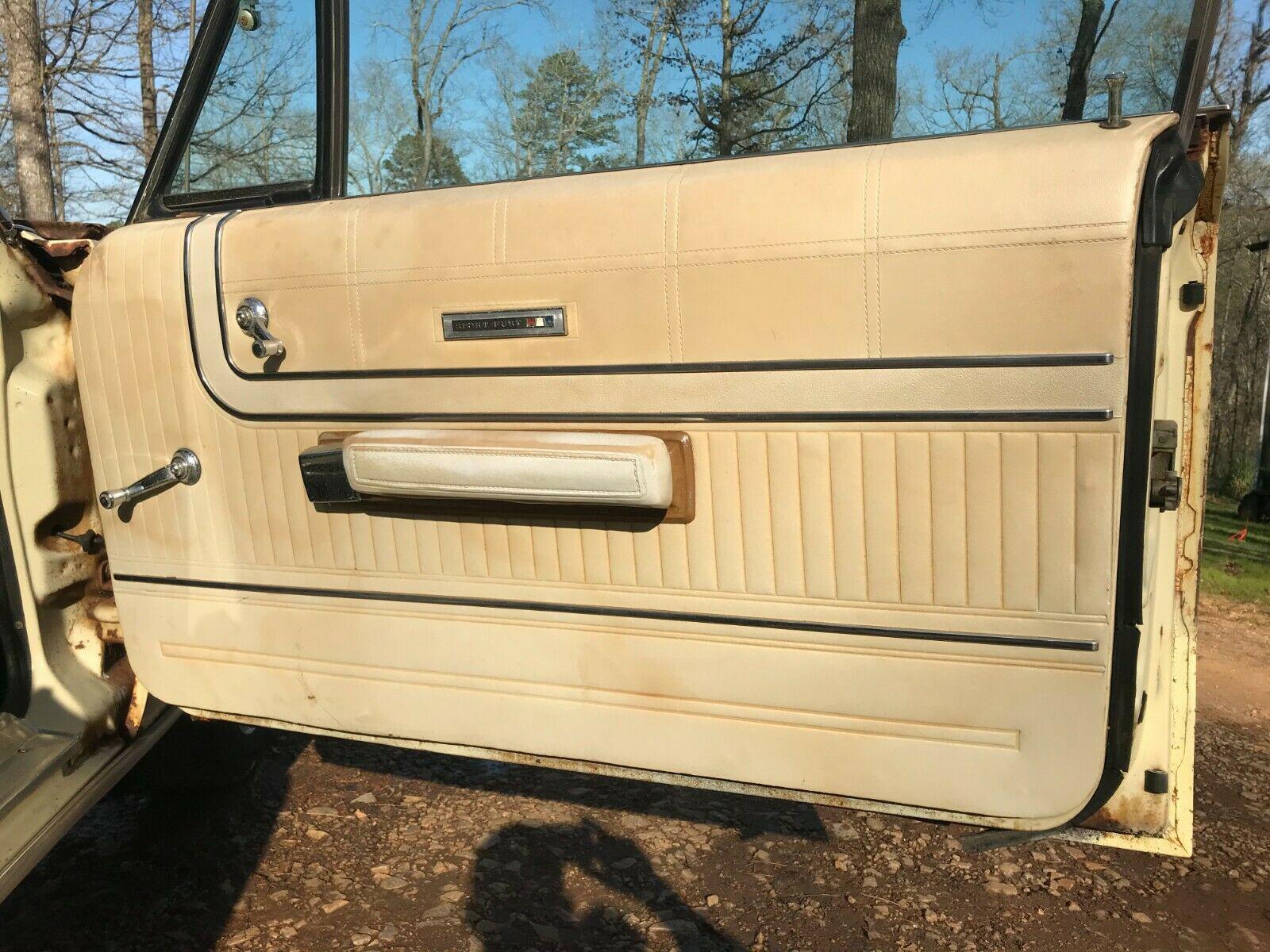 Plymouth Sport Fury 1967 nguyên bản được tìm thấy trong chuồng gà sau 20 năm - Ảnh 6.