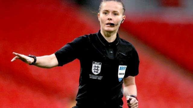 Nữ trọng tài xinh đẹp đi vào lịch sử bóng đá Anh - Ảnh 5.