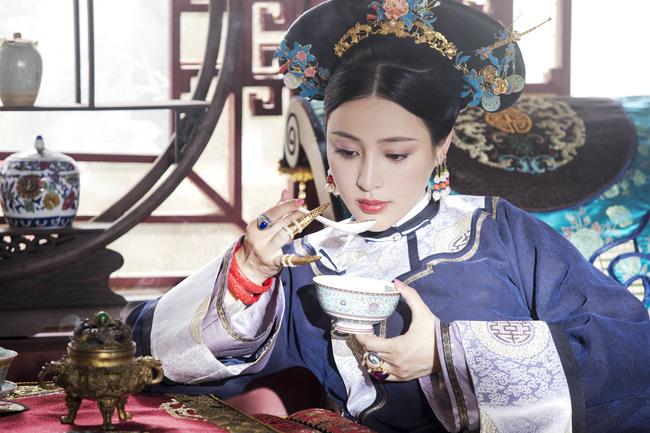 Sủng phi sống qua 4 đời Hoàng đế: Từ cung nữ trở thành phi tần, sau bị giáng vị vì đùa giỡn với thái giám - Ảnh 2.