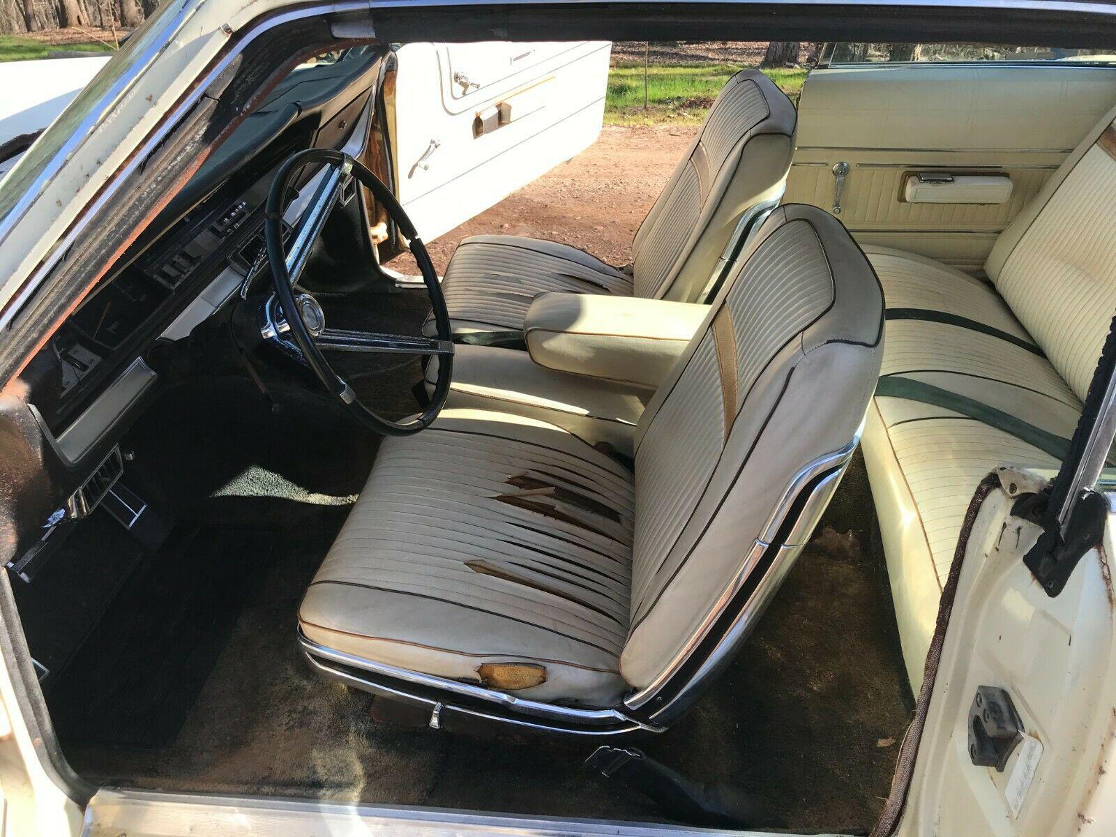 Plymouth Sport Fury 1967 nguyên bản được tìm thấy trong chuồng gà sau 20 năm - Ảnh 5.