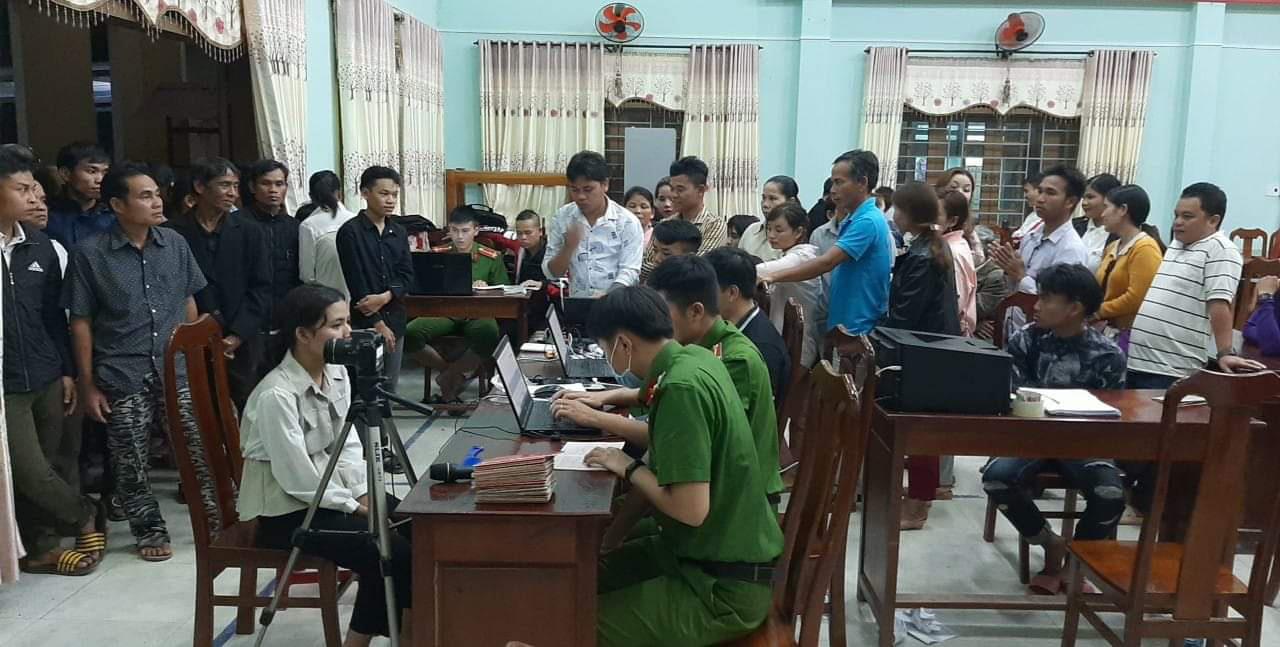 Quảng Nam: Băng rừng, lội suối để làm căn cước công dân ở vùng biên giới   - Ảnh 2.
