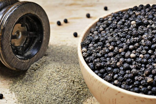 Giá nông sản hôm nay 6/4: Giá tiêu thế giới tăng sốc, cà phê nhích nhẹ - Ảnh 1.