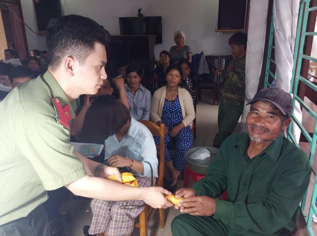Quảng Nam: Băng rừng, lội suối để làm căn cước công dân ở vùng biên giới   - Ảnh 3.