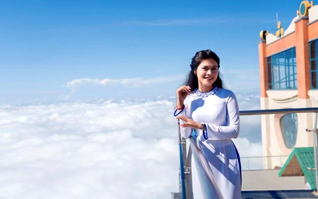 """Du khách hòa mình với mây trời trên đỉnh """"Nóc nhà Đông Dương"""""""