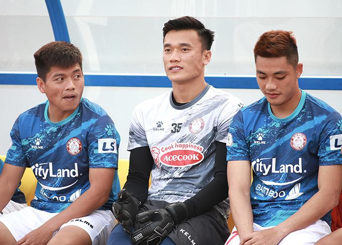 Tin sáng (7/4): Ra sân 0 phút ở V.League, Bùi Tiến Dũng vẫn được HLV Polking động viên - Ảnh 1.