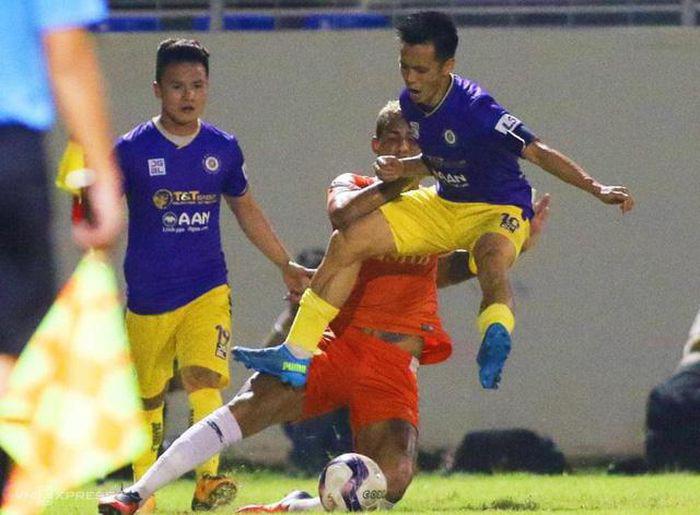 Hà Nội FC mất 7 trụ cột, HLV Hoàng Văn Phúc còn ai đá với Viettel? - Ảnh 1.