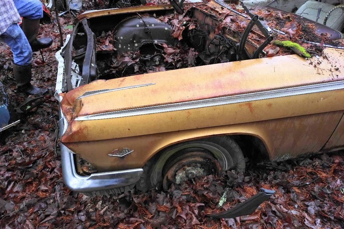 Chevrolet Impala SS Golden Anniversary 1962 cực hiếm tìm thấy trong bụi cây bỏ hoang - Ảnh 5.