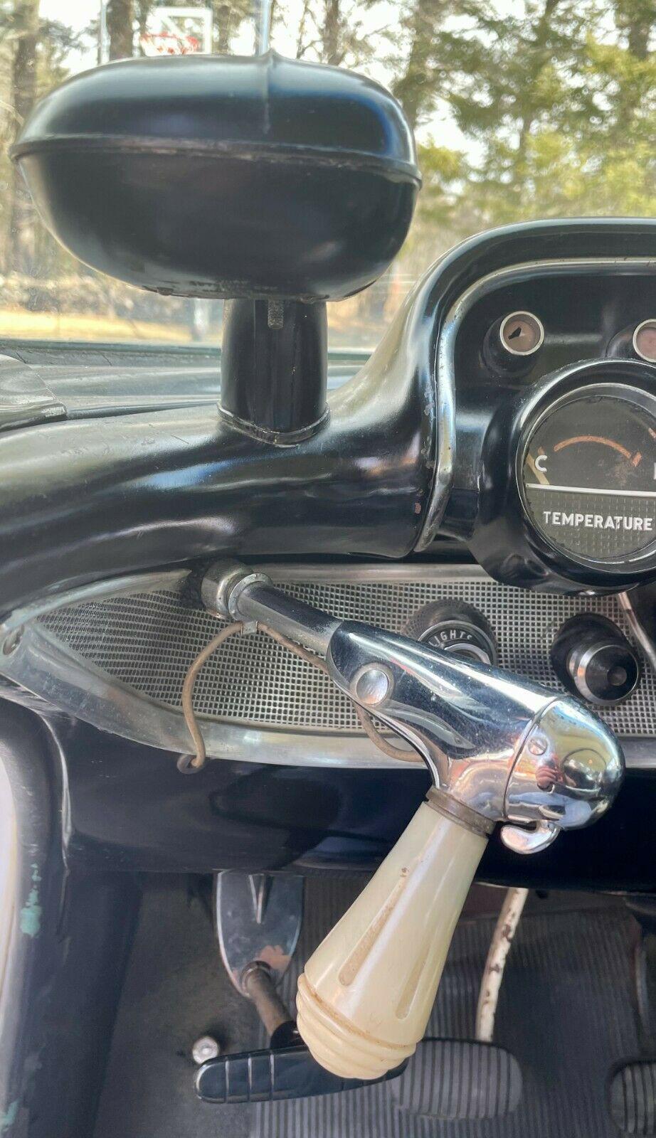Chevrolet Bel Air 1957 tìm thấy trong nhà kho bỏ hoang sau nhiều thập kỷ, động cơ V8 chạy ngon lành - Ảnh 8.