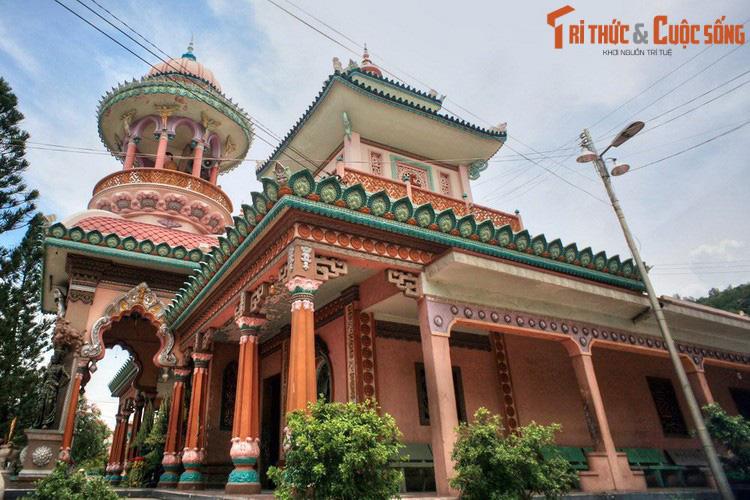 """Điểm danh những ngôi chùa mang kiến trúc """"nửa Tây nửa ta"""" ở Việt Nam khiến du khách thích mê - Ảnh 10."""
