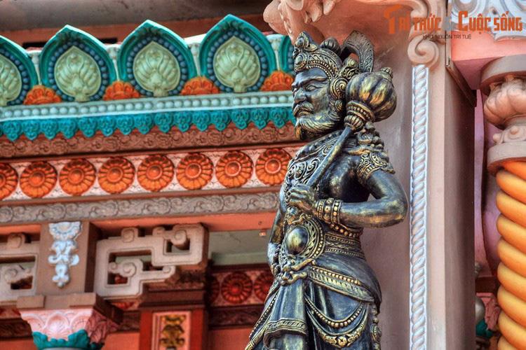 """Điểm danh những ngôi chùa mang kiến trúc """"nửa Tây nửa ta"""" ở Việt Nam khiến du khách thích mê - Ảnh 11."""
