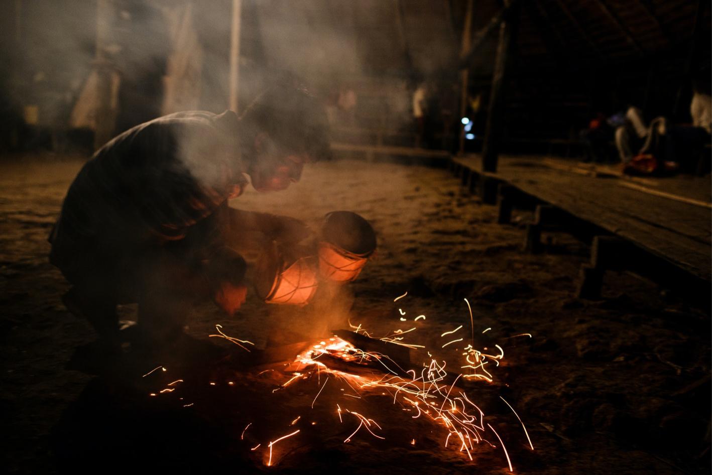 Kỳ lạ hoá trang thành quỷ, dương vật chạm khắc của bộ tộc Tikuna trong đêm nghi lễ này - Ảnh 2.