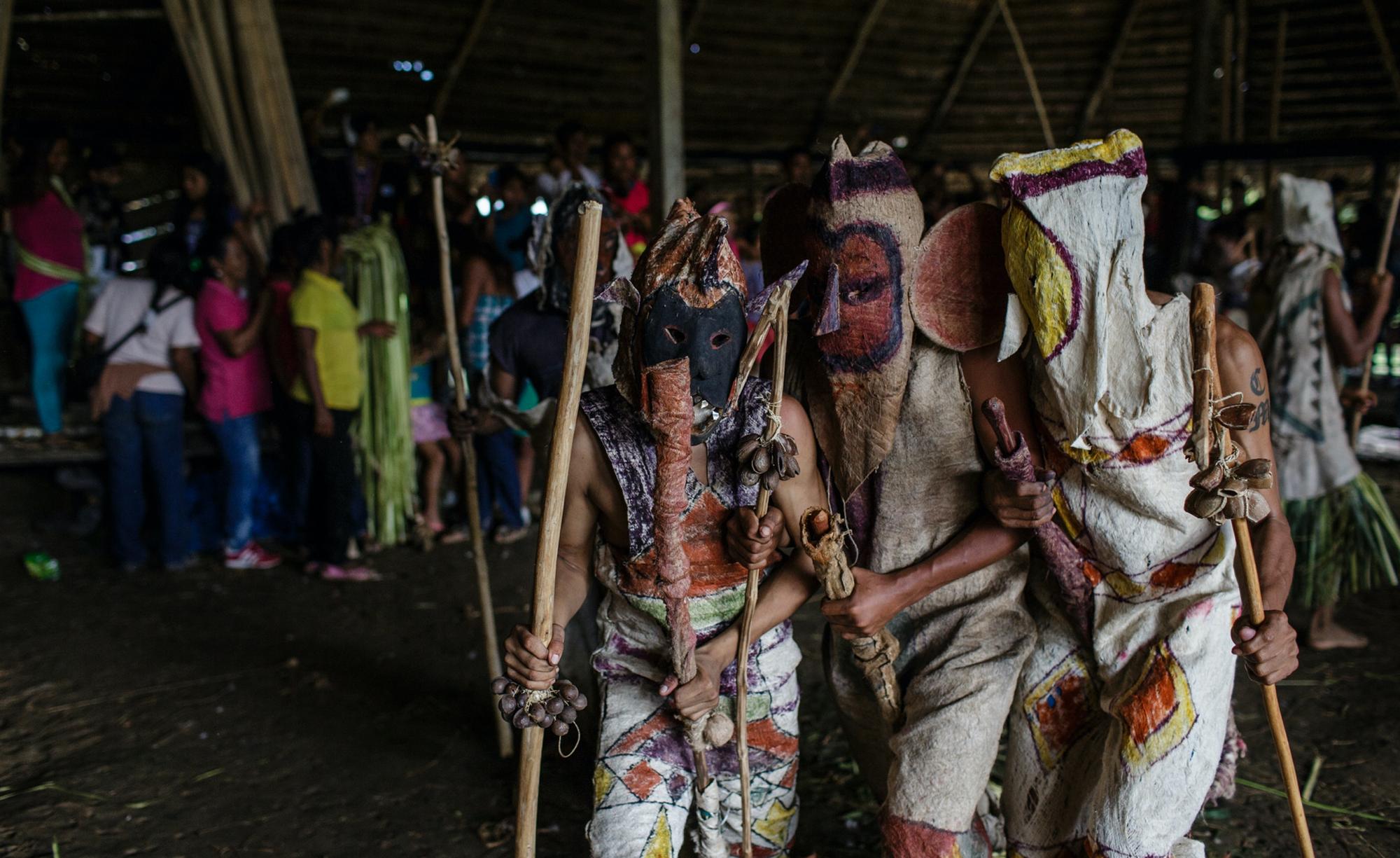 Kỳ lạ hoá trang thành quỷ, dương vật chạm khắc của bộ tộc Tikuna trong đêm nghi lễ này - Ảnh 4.