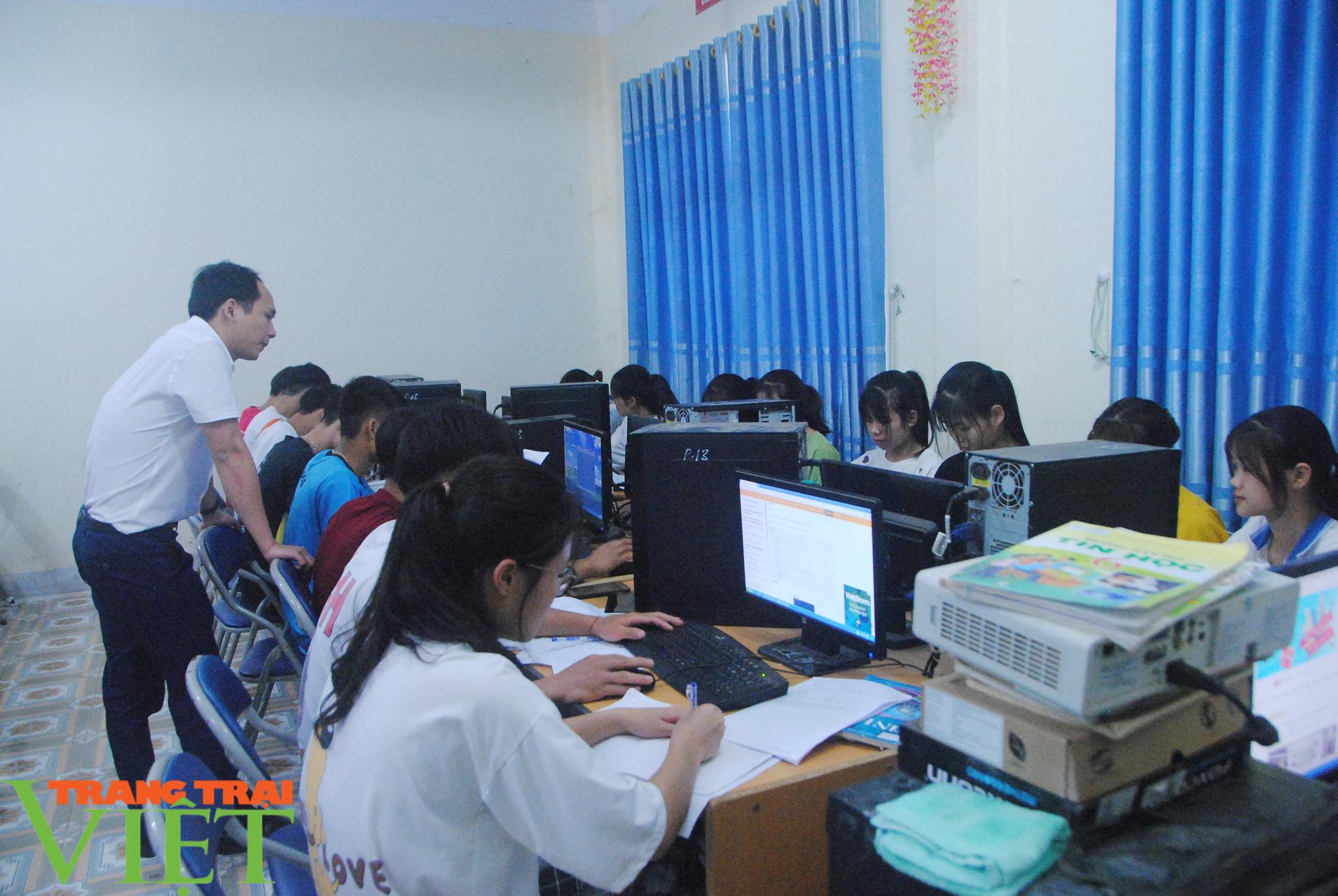 Trường PTDT Nội trú: Nơi chắp cánh ước mơ cho học sinh dân tộc - Ảnh 2.