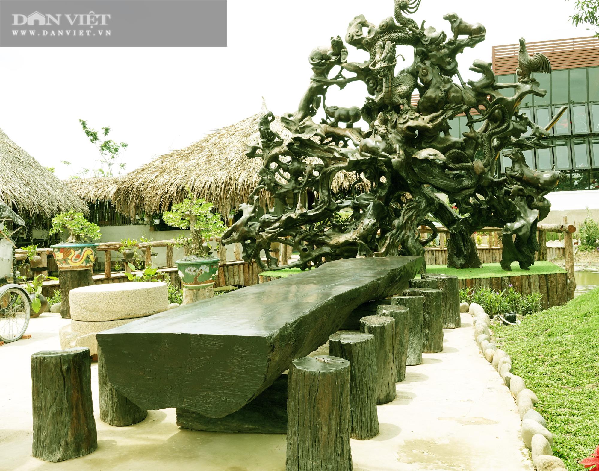 Bộ sưu tập tượng khủng làm từ những khúc gỗ quý hiếm bị chôn vùi dưới lòng sông hàng trăm năm  - Ảnh 3.