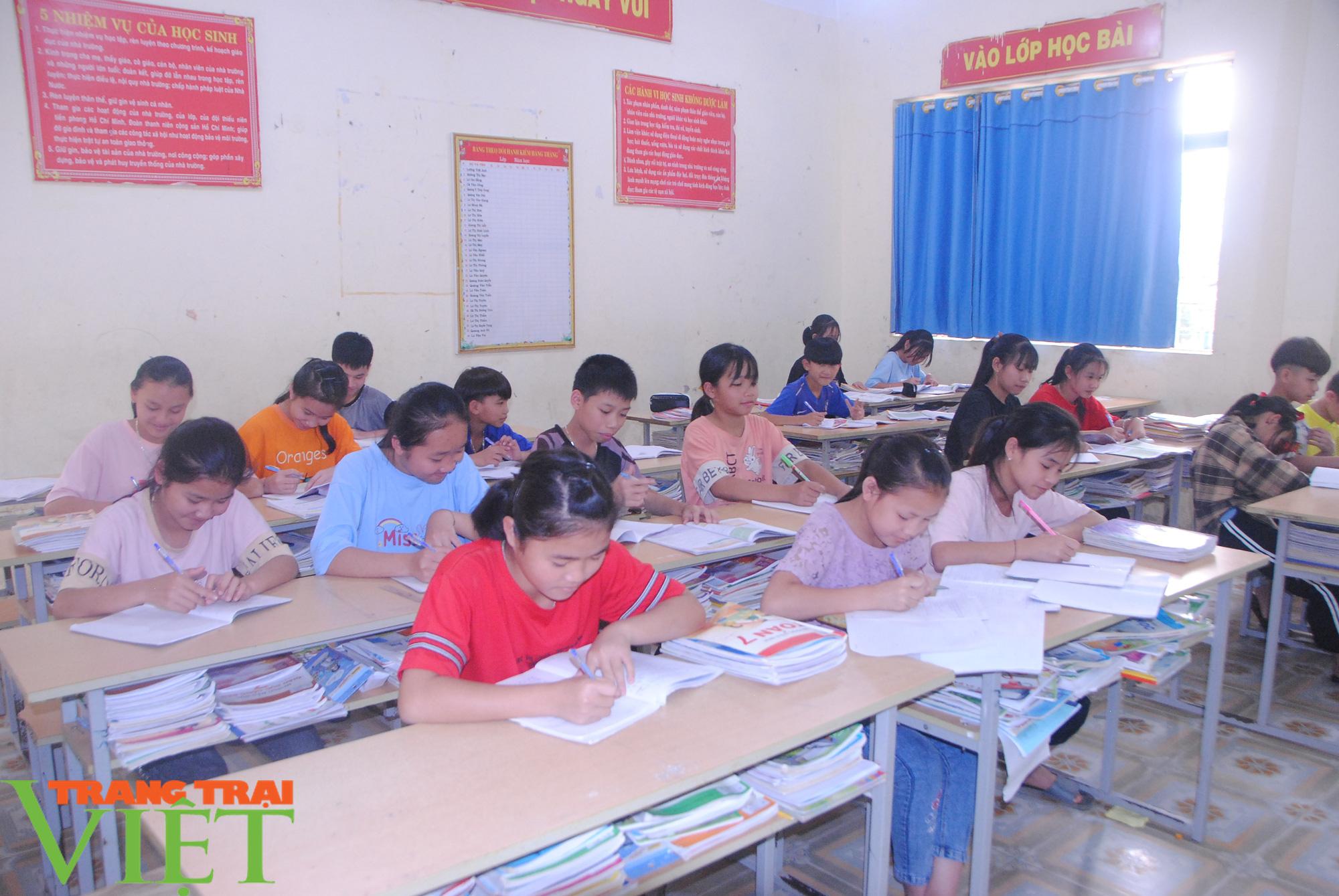 Trường PTDT Nội trú: Nơi chắp cánh ước mơ cho học sinh dân tộc - Ảnh 1.