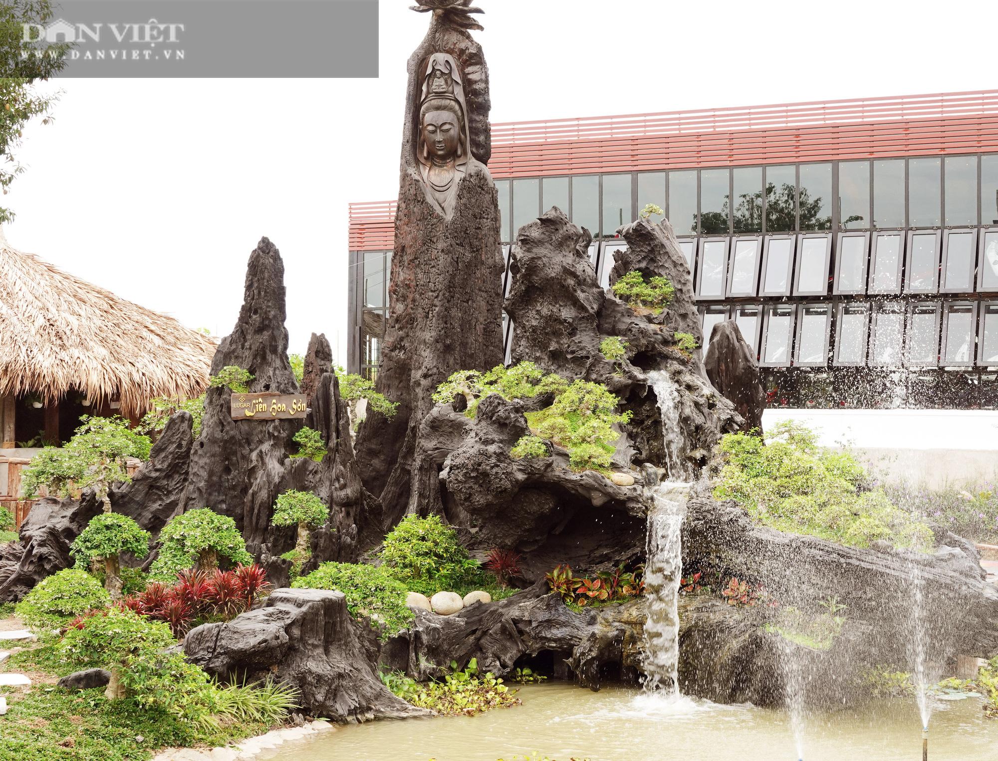Bộ sưu tập tượng khủng làm từ những khúc gỗ quý hiếm bị chôn vùi dưới lòng sông hàng trăm năm  - Ảnh 6.