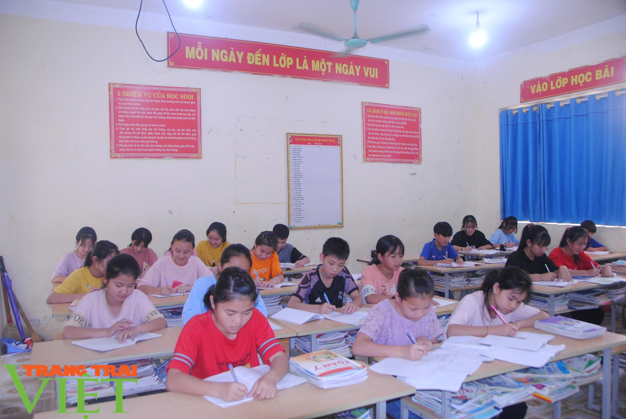 Trường PTDT Nội trú: Nơi chắp cánh ước mơ cho học sinh dân tộc - Ảnh 3.