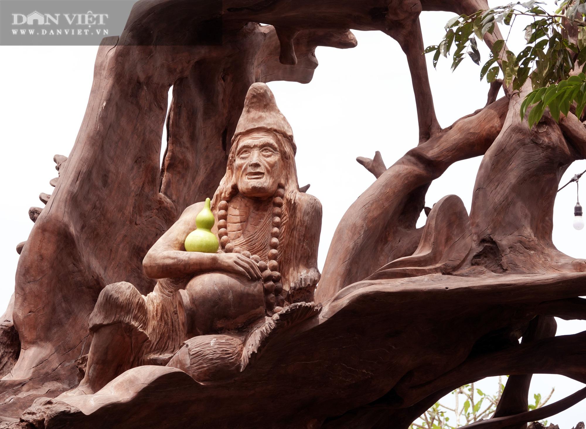 Bộ sưu tập tượng khủng làm từ những khúc gỗ quý hiếm bị chôn vùi dưới lòng sông hàng trăm năm  - Ảnh 8.