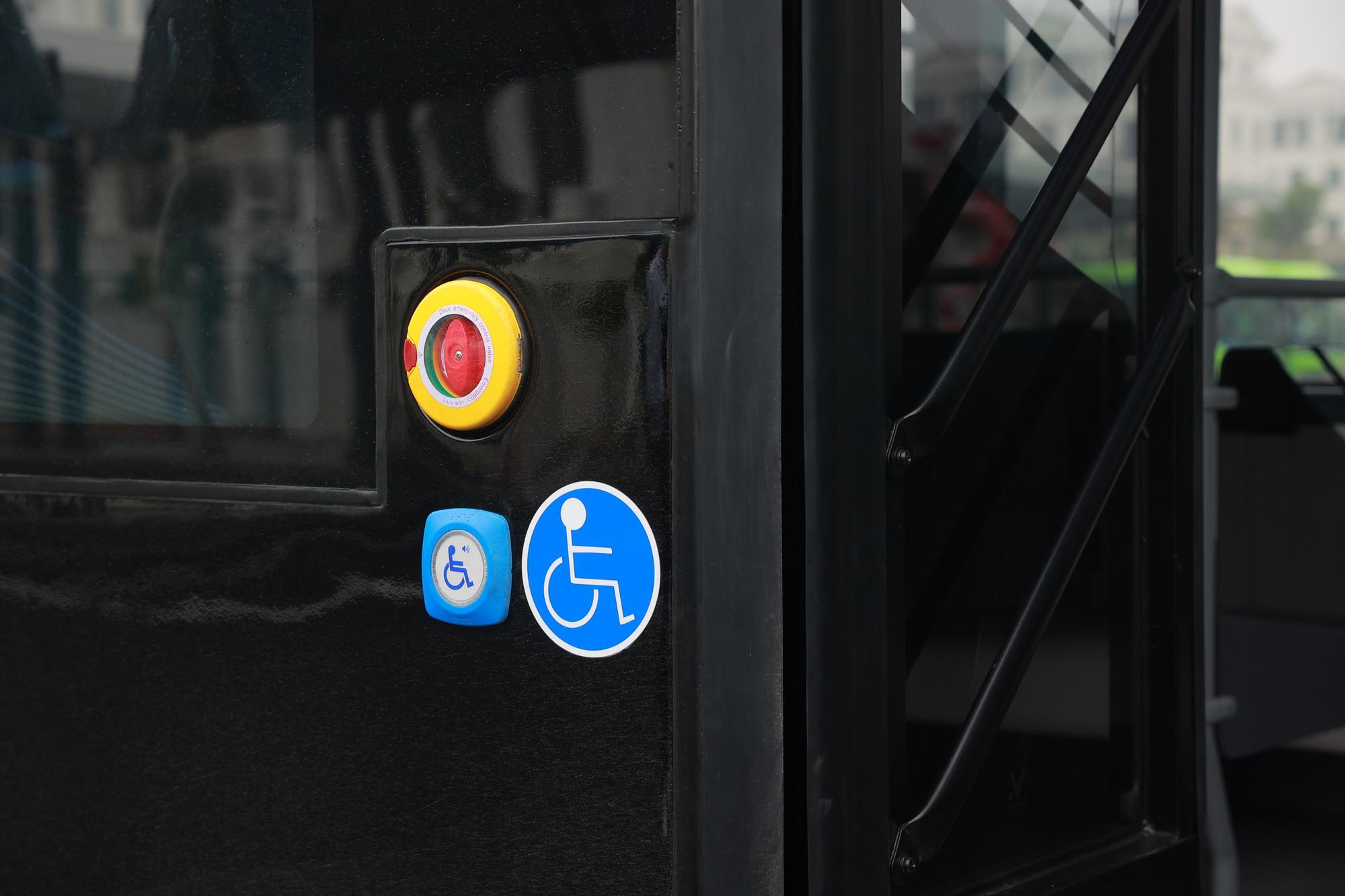 Cận cảnh xe buýt điện VinFast lăn bánh tại Hà Nội, có gì đặc biệt? - Ảnh 8.