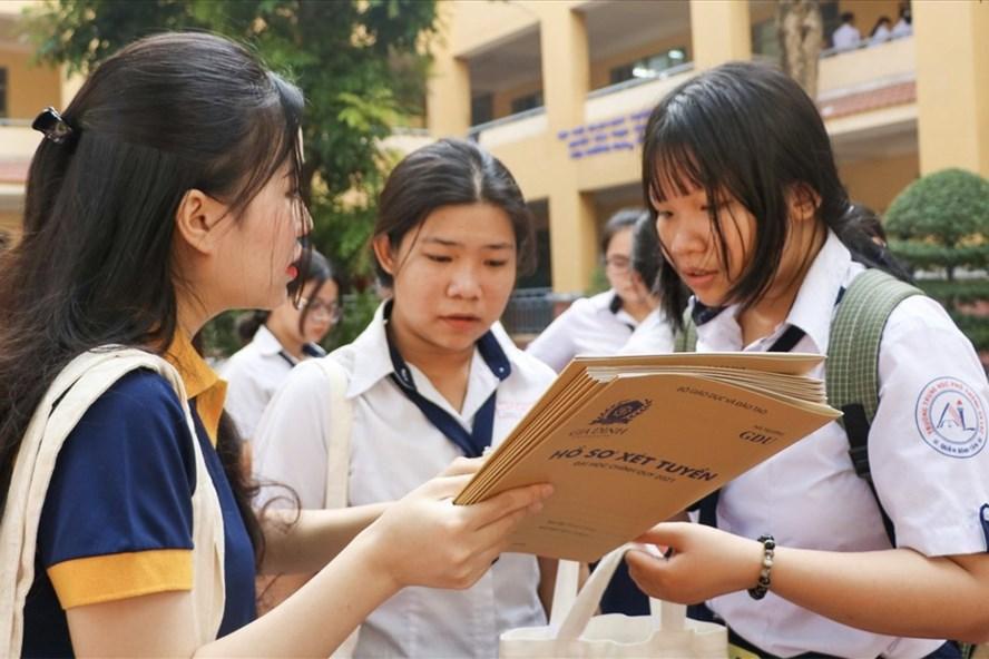 Hơn chục trường đại học công bố điểm sàn xét tuyển đánh giá năng lực - Ảnh 1.